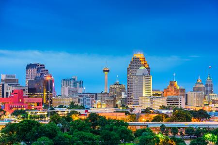 antonio: San Antonio, Texas, USA skyline.