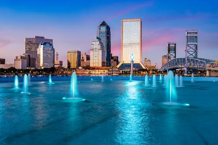 fl: Jacksonville, Florida, USA city skyline at the fountain.