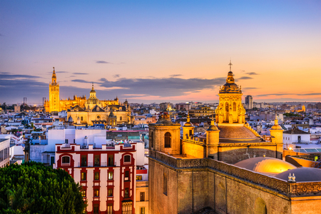 スペイン、セビリア旧市街のスカイライン。 写真素材
