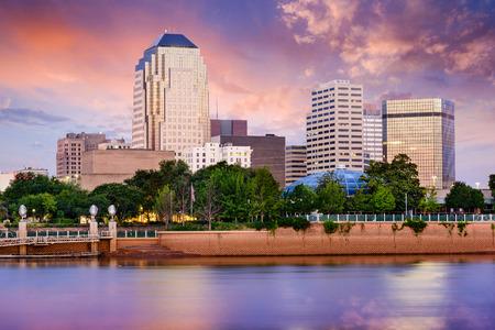 city: Shreveport, Louisiana, EE.UU. horizonte del centro en el río Rojo.