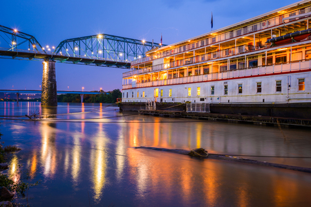 showboat: Chattanooga, Tennessee, USA riverfront.