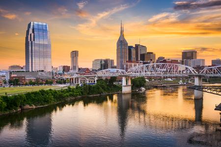 米国テネシー州、ナッシュビルのダウンタウンのスカイライン。