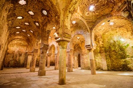 Ronda, Spanje - 5 oktober 2014: De Arabische openbare baden daterend uit de 11de-12de eeuw. Ze worden beschouwd als een van de best bewaarde baden in hun soort op het Iberisch schiereiland. Redactioneel