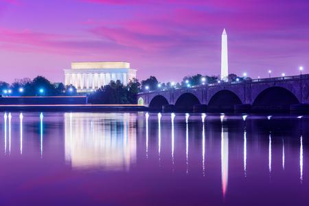 アメリカ、ワシントン DC ポトマック川のスカイライン.