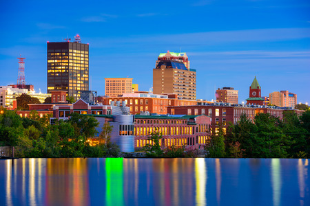 Manchester, New Hampshire, USA Skyline on the Merrimack River. Фото со стока - 66953068