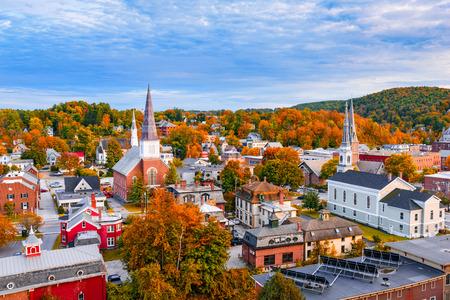 バーリントン、バーモント州、アメリカ合衆国秋の町のスカイライン。 写真素材 - 69560115