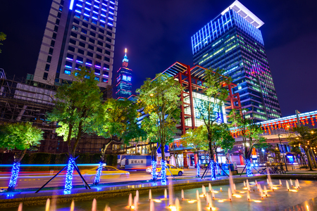 TAIPEI, TAIWAN - JANUARY 14, 2013: Office buildings in downtown Taipei in the Xinyi District. The district is the prime shopping area of Taipei. Reklamní fotografie - 65909660
