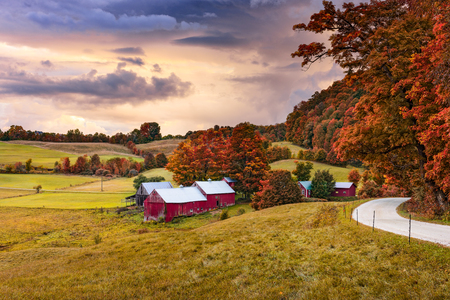 krajina: Venkovské podzimní farmě Jenne ve Vermontu, USA.