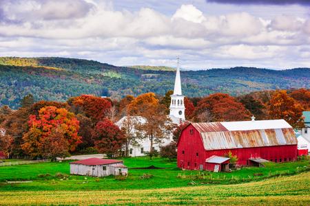 Peacham、バーモント州、アメリカ合衆国農村部の秋の風景。