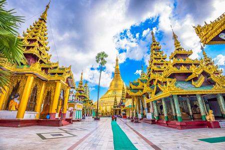 Shwedagon Pagoda in Yangon, Myanmar. 版權商用圖片