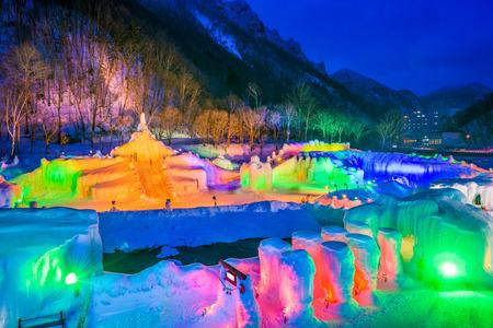 層雲峡、日本の温泉のリゾート町の冬の祭り。