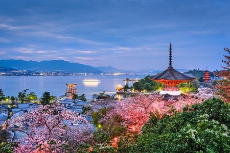 Miyajima Island, Hiroshima, Japan in spring. 版權商用圖片 - 75615917