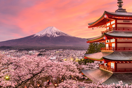 cerezos en flor: Fujiyoshida, Japan at Chureito Pagoda and Mt. Fuji in the spring with cherry blossoms. Editorial