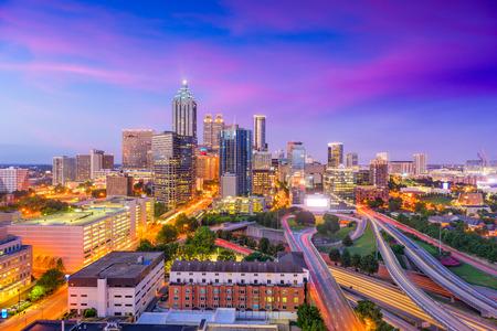 アトランタ、ジョージア州、アメリカのダウンタウンのスカイライン。