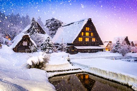 시라카와 고, 일본 역사적인 겨울 마을입니다. 스톡 콘텐츠 - 79479719