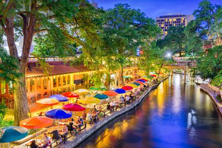 San Antonio, Texas, USA cityscape at the River Walk. 스톡 콘텐츠