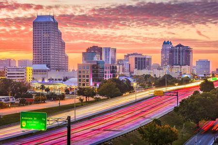 Orlando, Florida, USA downtown cityscape over the highway. Standard-Bild