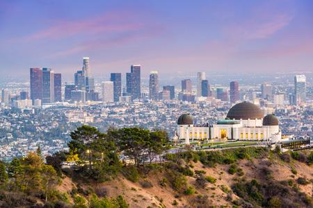Horizonte céntrico de Los Ángeles, California, los EEUU del parque de Griffith.