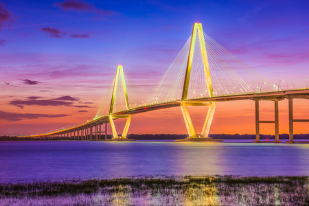 Charleston, South Carolina, USA at Arthur Ravenel Jr. Bridge. 版權商用圖片