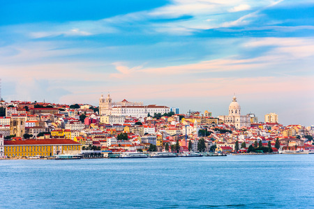 Lisbon, Portugal skyline on the Tagus River. 免版税图像