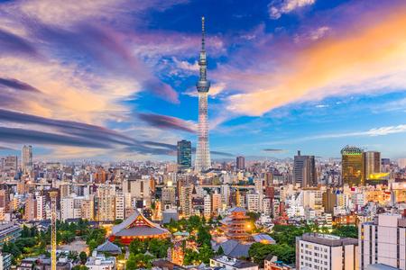 도쿄, 일본 아사쿠사 지구에서 스카이 라인.