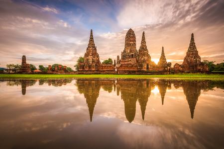 Ayutthaya, Thailand at Wat Chaiwatthanaram. Imagens