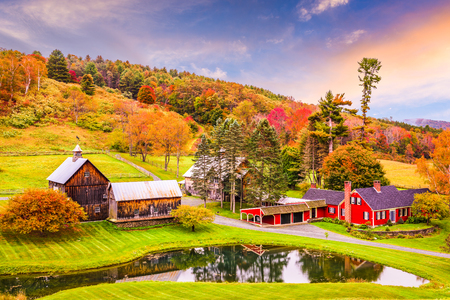 Vermont, VS vroege herfst landelijke scène. Stockfoto - 83804083