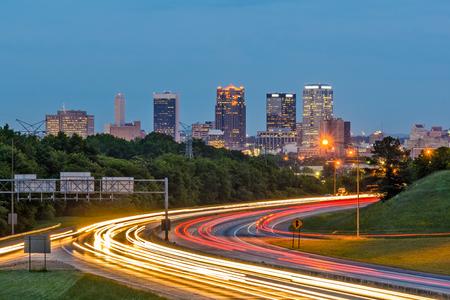 バーミンガム、アラバマ、米国ダウンタウンの街並み。