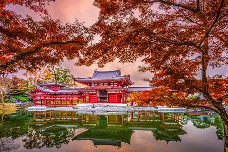Uji, Kyoto, Japan bij Byodoin-Tempel tijdens de herfstseizoen. Stockfoto