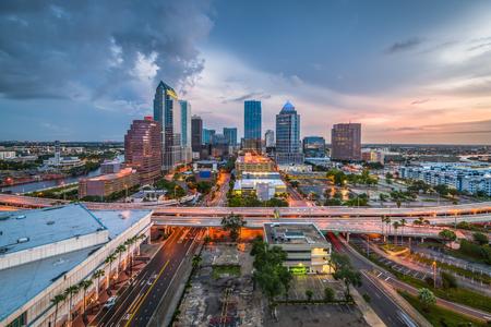 탬파, 플로리다, 미국 시내 스카이 라인 베이에.
