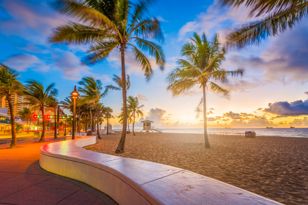 Fort Lauderdale Beach, Florida, USA at dawn. 免版税图像
