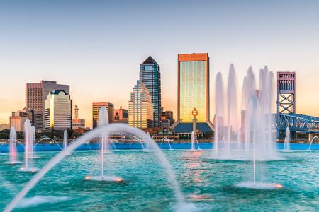 Jacksonville, Florida, USA fountain and skyline.