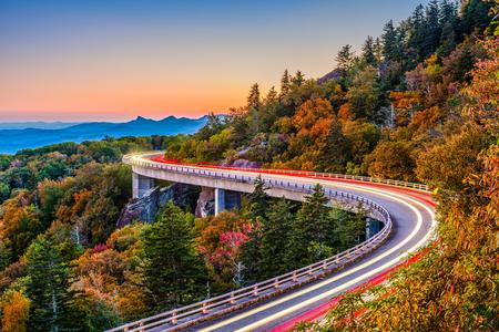 リン ・ コーブの高架橋、グランドファーザー マウンテン、ノースカロライナ、米国。