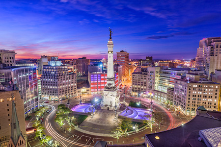 Indianapolis, Indiana, USA skyline over Monument Circle. 版權商用圖片 - 90362265