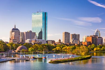 Boston, Massachusetts, USA city skyline on the river. Imagens