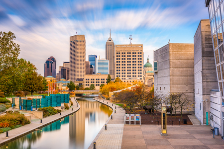 Indianapolis, Indiana, USA downtown skyline over the river walk. Banco de Imagens
