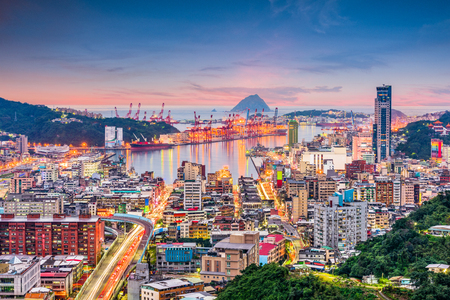 Keelung City, Taiwan cityscape and port at dusk. Stockfoto