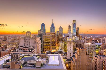 Philadelphia, Pennsylvania, USA skyline over the Center City business district at dusk. 스톡 콘텐츠