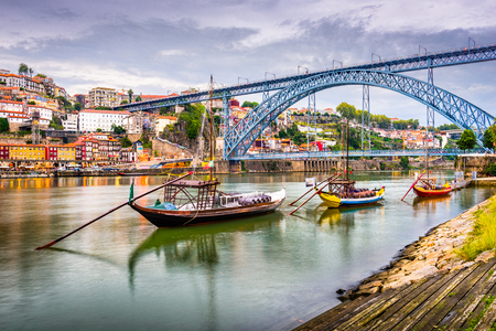 Porto, Portugal town view on the Douro River in the early evening. Archivio Fotografico