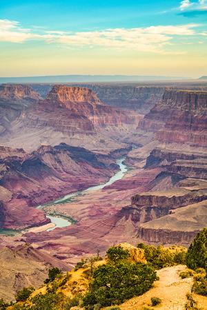 Gran Cañón, Arizona, EE.UU. al amanecer desde el borde sur.