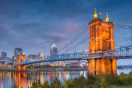 Cincinnati, Ohio, USA skyline on the river at dusk. Фото со стока
