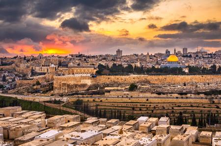 Jerusalem, Israel old city skyline at dusk from Mount of Olives. Archivio Fotografico