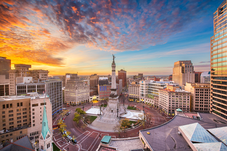 Indianapolis, Indiana, USA skyline over Soliders' and Sailors' Monument at dusk. Stockfoto