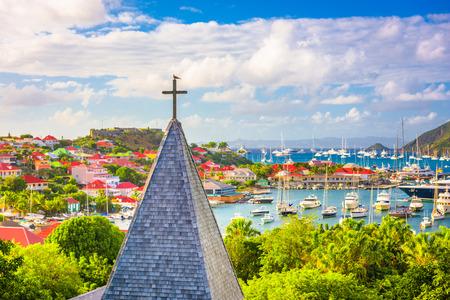 Gustavia, chiesa di St. Barths e skyline della città.