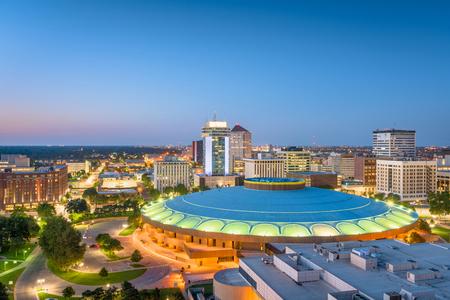 Wichita, Kansas, USA downtown skyline at dusk. 免版税图像 - 116221763