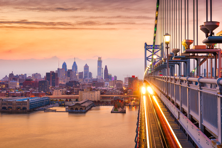 Philadelphia, Pennsylvania, USA downtown skyline from the Benjamin Franklin Bridge. Stockfoto