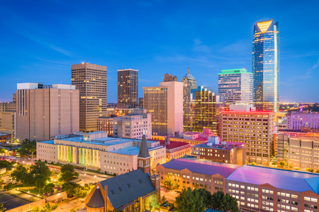 Oklahoma City, Oklahoma, USA downtown skyline at twilight. 免版税图像