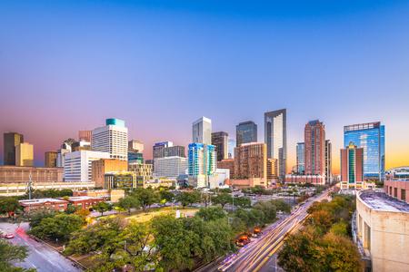 Parc du centre-ville de Houston, Texas, États-Unis et horizon au crépuscule.