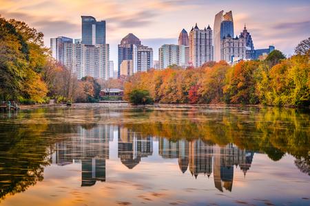 Atlanta, Georgia, USA Piedmont Park skyline in autumn on Lake Meer at dusk. Zdjęcie Seryjne