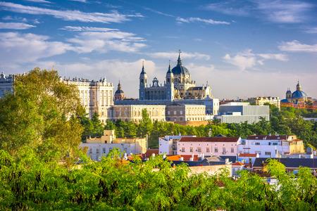 Madrid, Spanje bij Almudena-kathedraal. Stockfoto